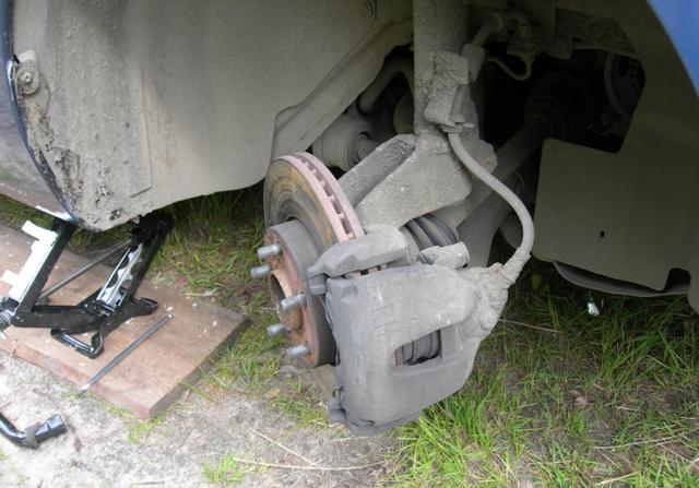 Замена тормозных колодок Ford Focus 2